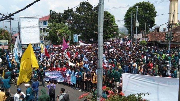 Demo Besar-besaran di Depan Kantor DPRD Lampung, Ribuan Massa Konvoi, Mahasiwa Tolak Omnibus Law