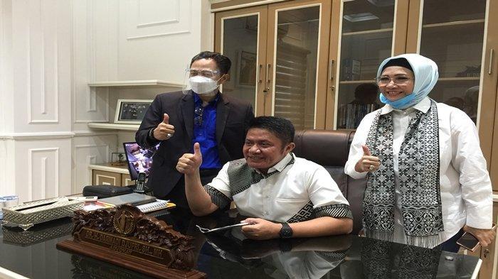 Beri Porsi untuk Kaum Lemah, Pesan Gubernur Herman Deru Saat Peresmian Kantor Hukum Darmadi Djufri