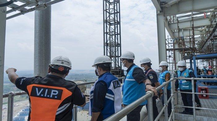 Direktur Utama PTBA, Suryo Eko Hadianto sebagai tuan rumah menyambut baik kedatangan Wakil Direktur Utama PLN Darmawan Prasodjo, Direktur Utama PT KAI, Didiek Hartantyo dan jajaran berkunjung ke lapangan melihat batu bara milik Perusahaan PT BA, Jumat-Sabtu (3-4/9/2021) kemarin.