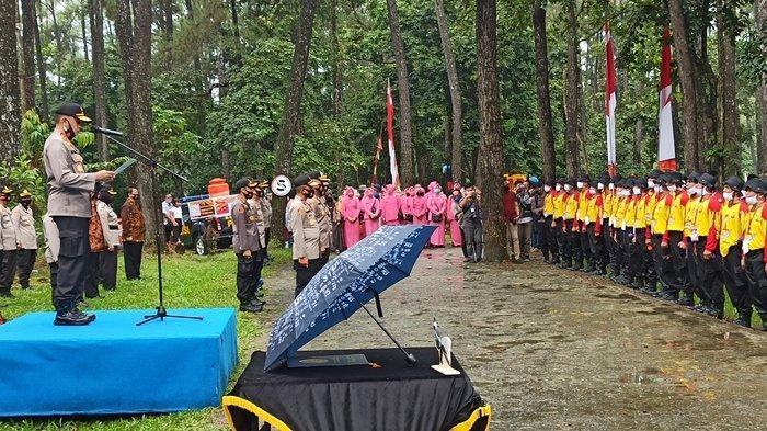Polisi Pembuat Pengakuan Dosa Dibariskan Di Punti Kayu Palembang Pakai Kaos Kuning Keluarga Datang Sriwijaya Post