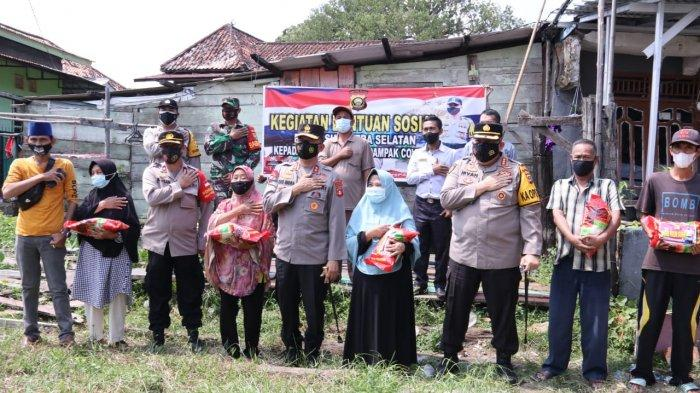 IRJEN Pol Prof Dr Eko Indra Heri tak Henti-hentinya Berikan Bantuan ke Warga yang Terdampak Covid 19