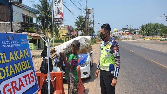 'Silahkan Ambil Gratis', Satlantas Polres Banyuasin Bagikan Sembako dengan Drive Thru