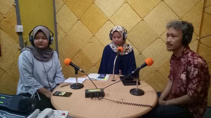 Belajar Bahasa Inggris Asyik Melalui Radio, Sonora English Corner with ELTI
