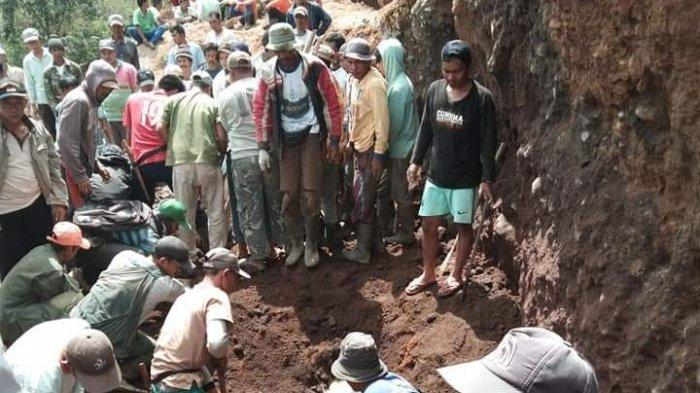 Korban Yang Tewas Tertimbun Longsor Bermaksud Menambang Batu Untuk Pembangunan Pesantren