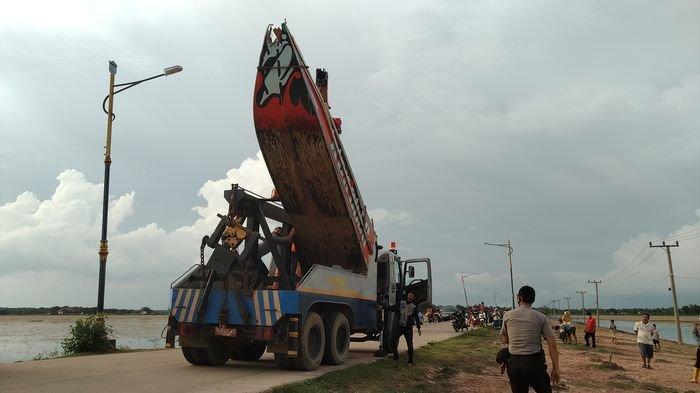 Speedboat Tabrak Tiang Jembatan Sakatiga Ogan Ilir, Serangnya Tengelam Kernetnya Melarikan Diri