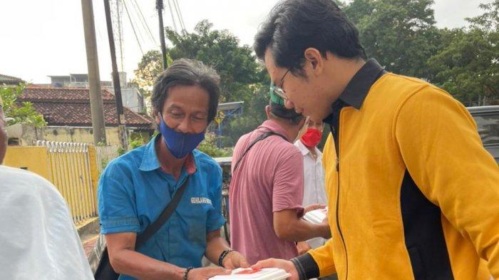 Ulu Ke Ilir, CPI Bagikan Paket Makanan ke Fakir Miskin di Jalanan Kota Palembang