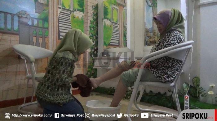 Manfaatkan Libur Imlek, Fauziah Mawardi Yahya Manjakan Diri di Beauty and Spa di Palembang