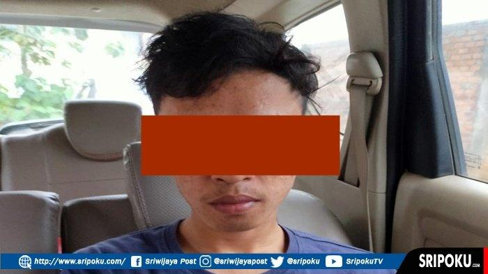 Pulang Kampung, Pria Ini Dijemput Polisi di Teras Rumah Setlah 3 Tahun Jadi Buronan, Ini Kasusnya!