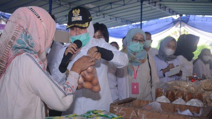 Gandeng BPOM untuk Pengawasan Wawako Palembang Fitrianti Agustinda Datangi Bazar Pasar Murah Ramadan