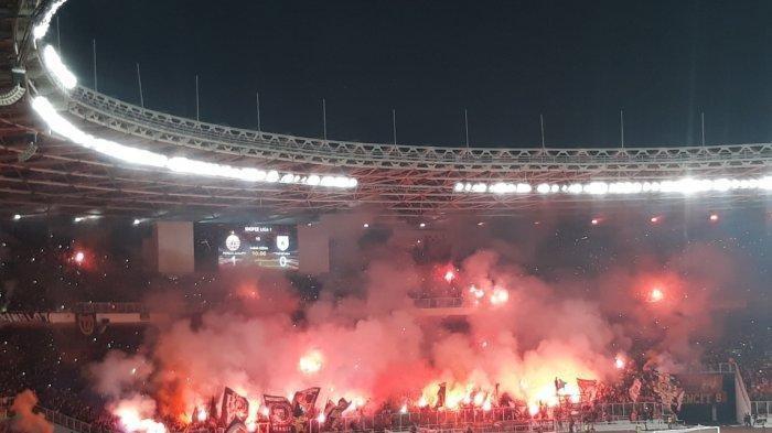 Persija Jakarta Nyalakan Flare di Stadion, Persija Jakarta dan Arema FC Dihukum Berat Komdis PSSI