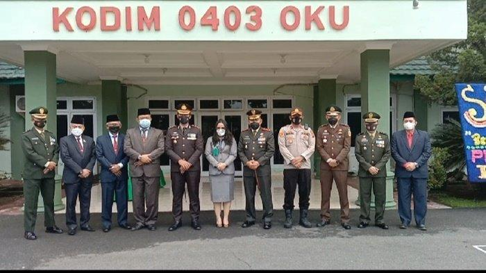 Forkopimda OKU Saksikan HUT TNIke-76 Secara Virtual