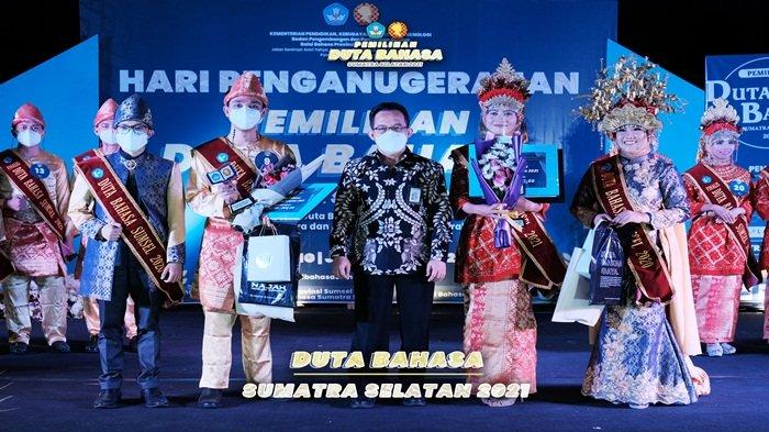 Muhammad Fitrah dan Shelly Aulia Terpilih Terbaik I Putra dan Putri Duta Bahasa Sumatra Selatan 2021