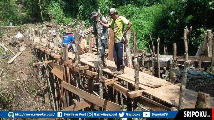 Gara-gara tak Direspon Warga Pilih Perbaiki Sendiri Saluran Irigasi Sawah