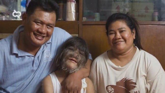 Supatra Sasuphan bersama kedua orangtuanya