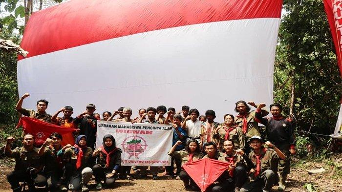 Gemapala Wigwam FH Unsri Rayakan HUT Kemerdekaan RI Bersama Warga Suku Anak Dalam