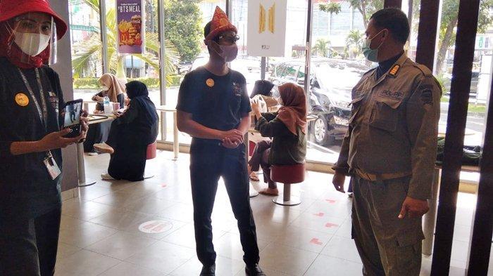 Antrean Driver Ojek Online Gara-gara BTS Meal, McDonald's di Palembang Ditegur Sat Pol PP Palembang