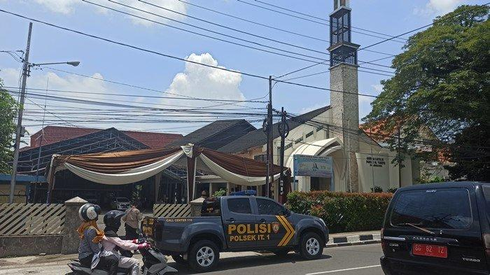 Pagar Dibuka Separuh: Keamanan Gereja di Palembang Mulai Diperketat, Usai Bom Bunuh Diri di Makassar