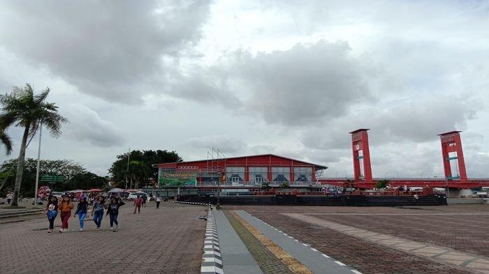 Cuaca Mendung dan Sempat Turun Hujan Gerhana Matahari Cincin di Palembang Tidak Terlihat