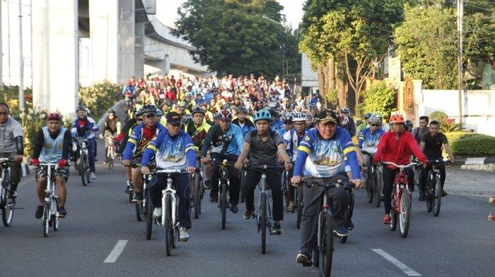 Launching Sumsel Bugar, Herman Deru Kayuh Sepeda dari Griya Agung ke BKB
