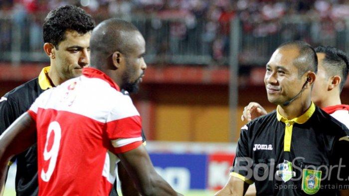 Raffi Gigit Jari, Lihat Reaksi Menohok Greg Nwokolo saat Ditawari Gabung RANS Cilegon FC: Bayar Saya