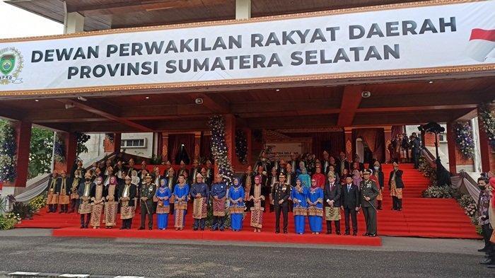 Herman Deru Kompak Kenakan Pakaian Adat, Pada Peringati Hari jadi ke-75 Provinsi Sumsel