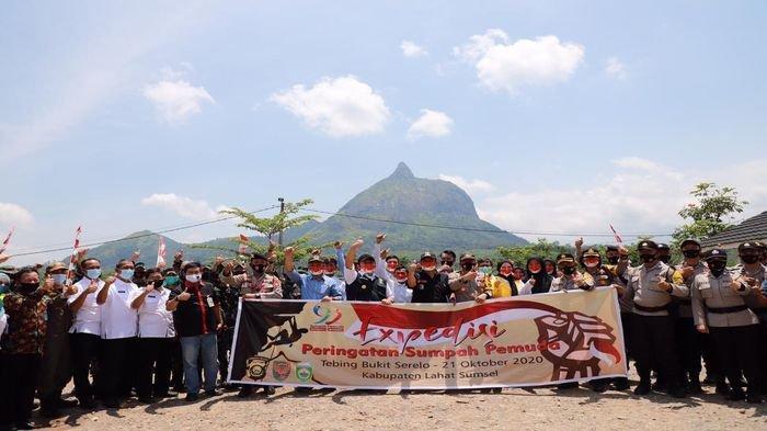 Mengemban Tugas Ini, Herman Deru Lepas Tim Ekspedisi Sumpah Pemuda ke Bukit Serelo