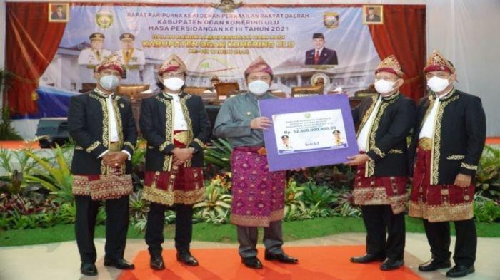 Herman Deru Beri 'Kado' Rp 52,5 Miliar ke Pemkab OKU pada Peringatan Hari Jadi Kabupaten OKU Ke-111