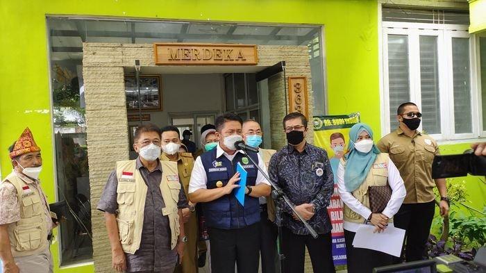 Gubernur Sumsel Herman Deru Tinjau langsung vaksinasi bagi Persaudaraan Nusantara Sumsel Bersatu (PNSB) di RB Budi Indah Palembang, Selasa (6/4/2021).