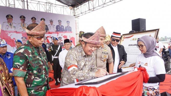 Hadiri Karnaval Kebhinekaan di BKB Palembang, Herman Deru Banggakan Predikat Sumsel Zero Konflik