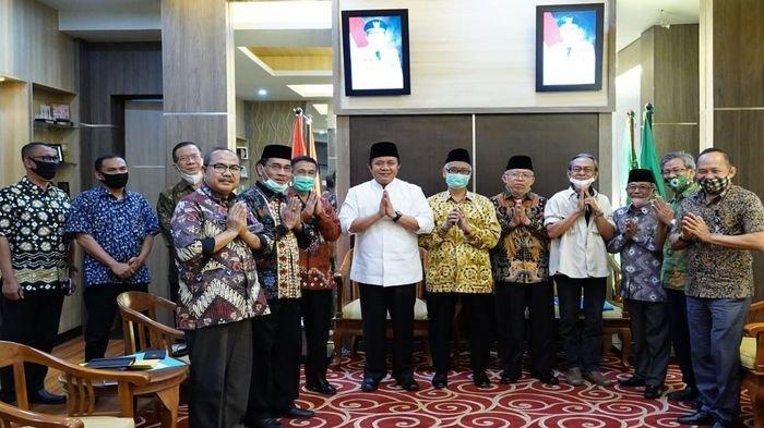 Bantu Mobil Operasional untuk Pembina Adat, Ini Harapan Gubernur Sumsel H Herman Deru