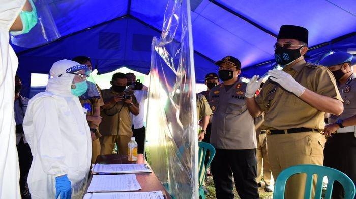 Semangati Petugas, Bupati Musirawas Hendra Gunawan Kunjungi Pos Covid-19 di Perbatasan