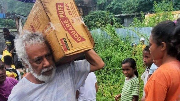 TAK PEDULIKAN Status, Xanana Gusmao Angkat Kardus Korban Banjir: Sosok Mantan Presiden Rendah Hati