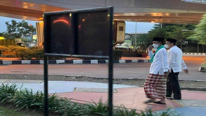 Walikota Palembang H Harnojoyo usai safari subuh, meninjau titik rawan genangan air di seputaran Simpang Polda Sumsel,Rabu (6/10/2021).