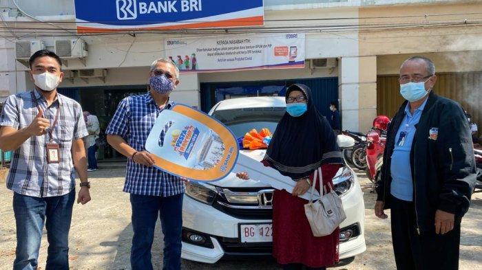 Nenek Warga Seberang Ulu Palembang Ini Ditelpon Pegawai BRI, Tabungan Uang Receh Dapat Hadiah Mobil