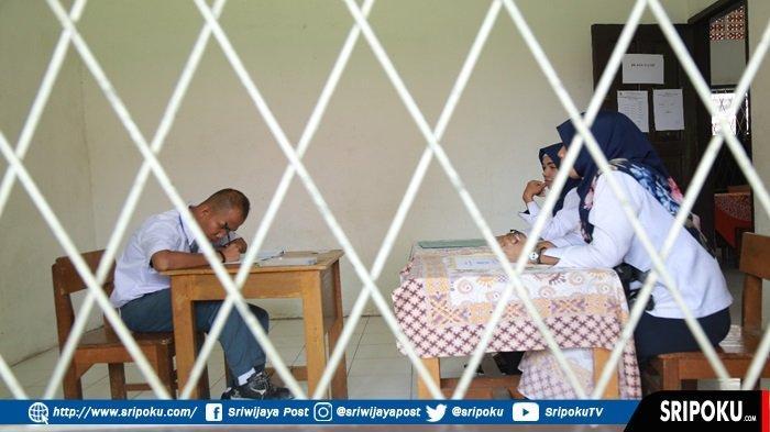 Hafizur Rahman, Siswa Penderita Low Vision SLB-A PRPCN Palembang Juga Ikut UN 2019