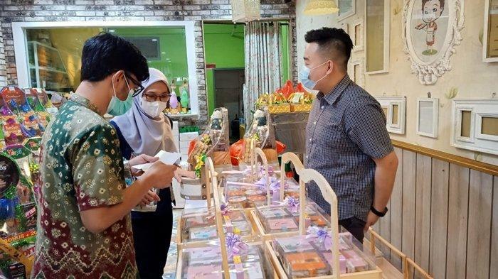 Permintaan Hampers Lebaran di Palembang Meningkat, Toko Kue Yulia Per Hari Produksi 20 Kilogram Kue