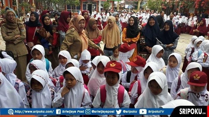 Hari Pertama Masuk Sekolah, Sebagian Besar Orang Tua Murid SD di Pagaralam Terpaksa Ikut Masuk Kelas