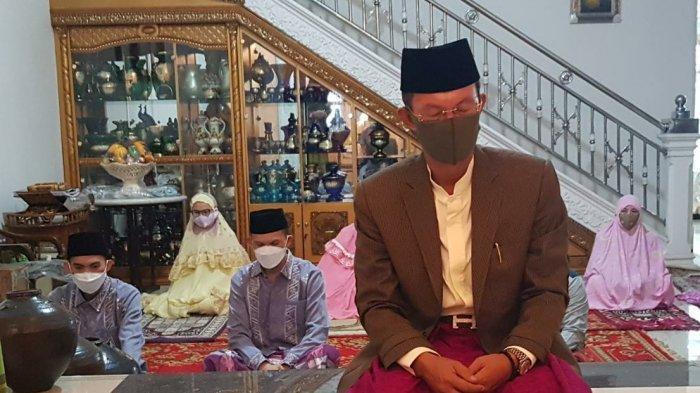 HARNOJOYO Jadi Imam Salat Idul Fitri di Rumah Pribadi Musi 2, Ajak Warga Palembang Tetap Taat Prokes