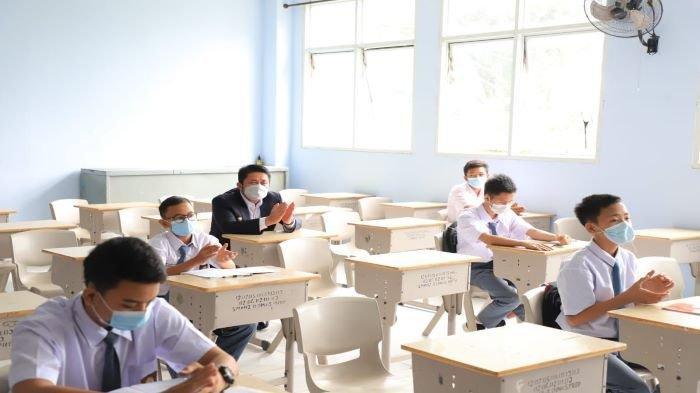 Hari Pertama Sekolah Tatap Muka di Palembang, HD Turun ke Beberapa Sekolah, Ikut Masuk Kelas