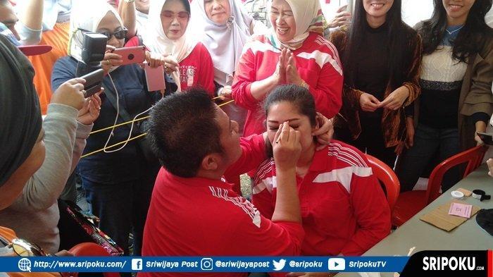 Momen Romantis Gubernur Sumsel Herman Deru Ternyata Jago Rias Wajah sang Istri