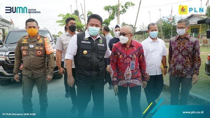 Gubernur Provinsi Sumatera Selatan Herman Deru & General Manager PT PLN UIW S2JB Daryono meresmikan pondok baca digital Sungai Ijuk, Kamis (21/1/2021).