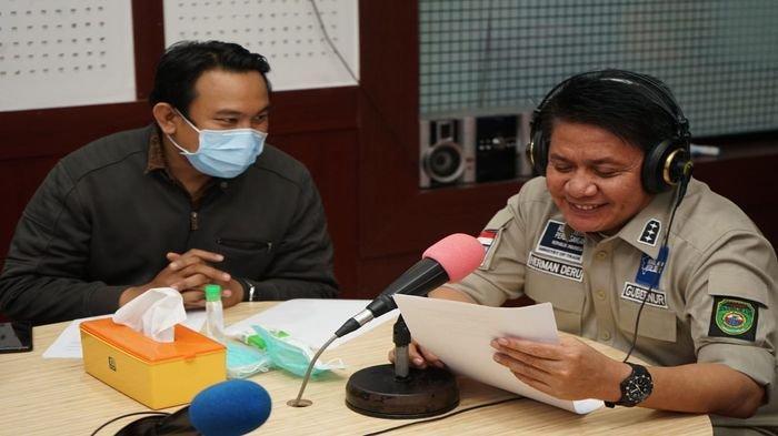 Gubernur Sumsel Herman Deru Dadakan Jadi Penyiar Radio RRI, Aksinya Tuai Pujian