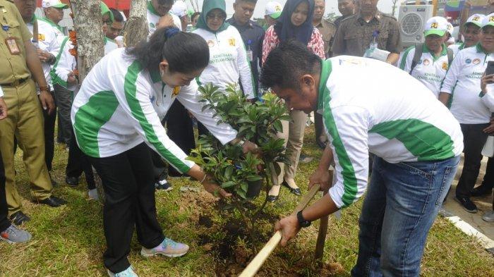 Herman Deru: Kepala Daerah Harus Aktif Jaga Kelestarian Alam, Siswa Baru dan Catin Wajib Tanam Pohon