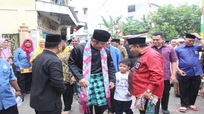 Ajak Cucu, Herman Deru Safari Jumat ke Masjid Nurul Jaddid jalan Perintis Kemerdekaan