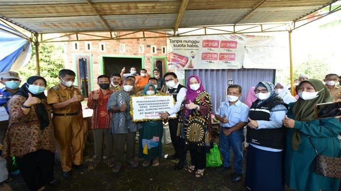 Bupati Sampaikan Santunan PTBA untuk Korban Kebakaran
