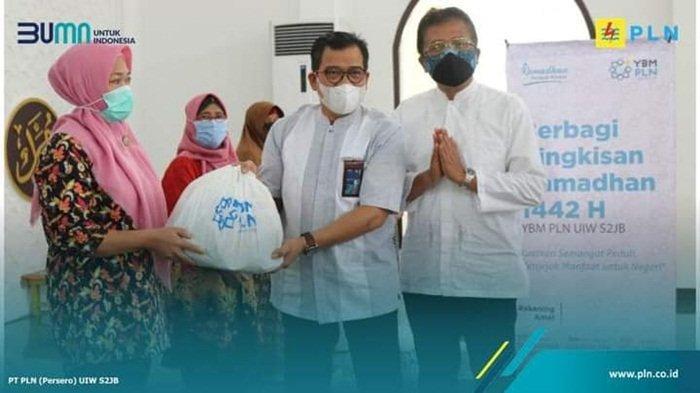 Kuatkan Semangat Peduli Sesama, PLN UIW S2JB Gelar Program Berbagi Bingkisan Ramadhan