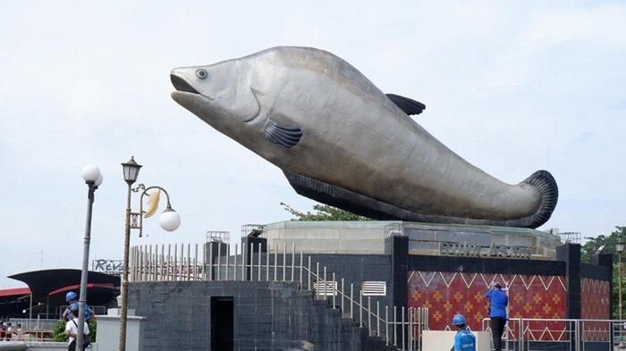 Ikon Kota Palembang, Tugu Ikan Belido di Pelataran BKB Palembang
