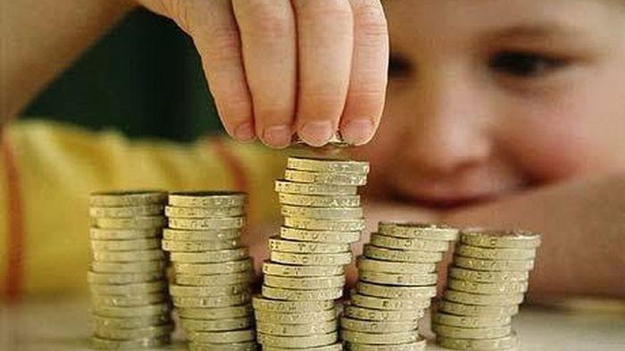 Anak-anak Banyak Dapat THR? Begini Cara Mengajarkan si Kecil Menabung dari Uang Lebaran
