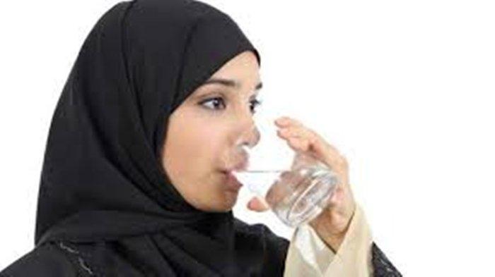 Jangan Kurang dari 2 Liter Minum Air Putih, Cara Hindari Dehidrasi saat Berpuasa di Bulan Ramadhan