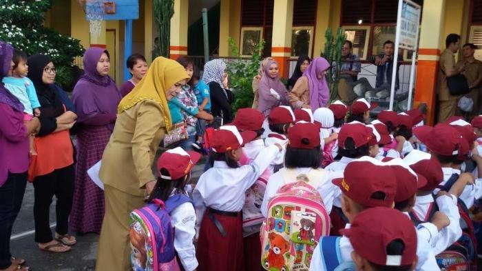 Hari Pertama Sekolah, 5 Hal Harus Dilakukan Orangtua, yang Terakhir Jangan Lupa Tanyakan ke Anak!